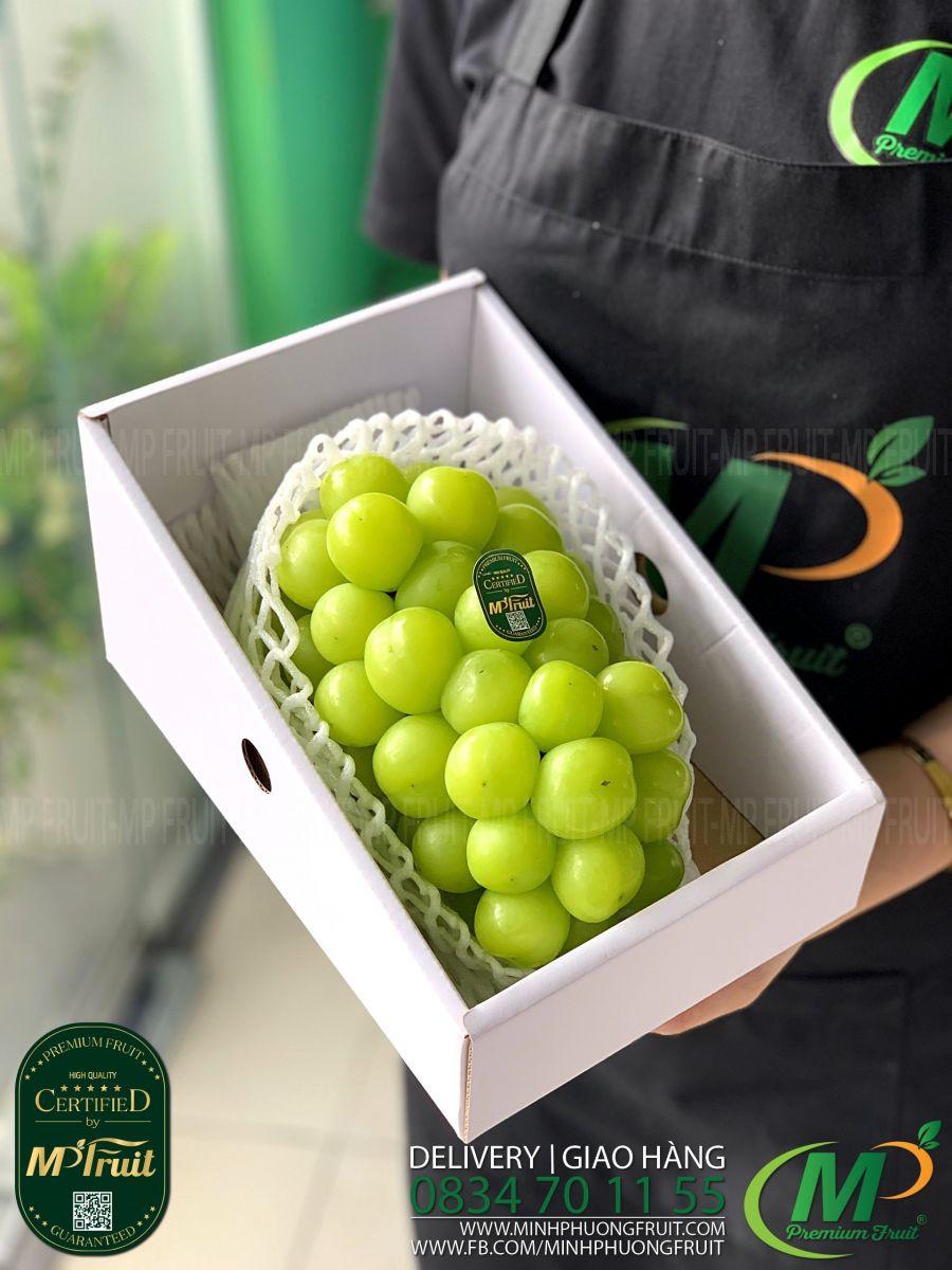 Nho Mẫu Đơn Shine Muscat Premium Hàn Quốc Hộp Chùm 1kg tại MP Fruits