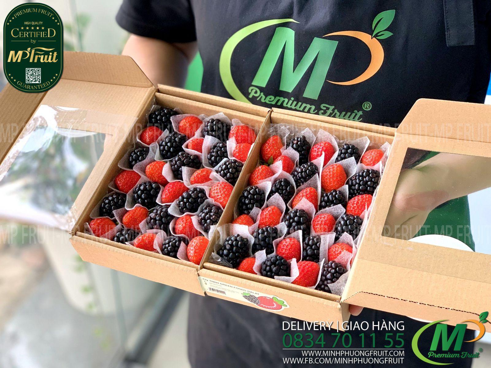 Dâu Tây Nhật Mix Mâm Xôi Đen Pháp Hộp 250g tại MP Fruits