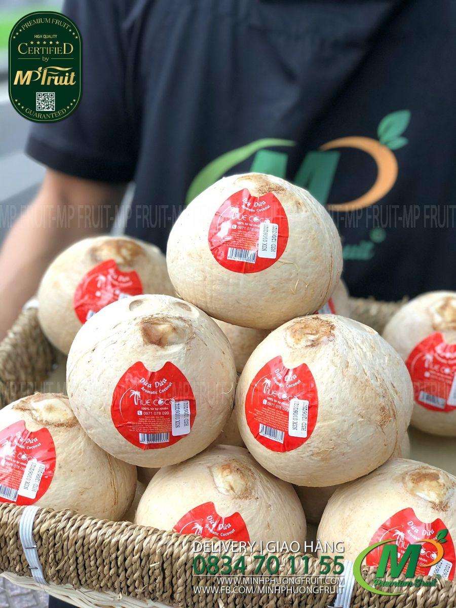 Dừa Dứa Bến Tre Gọt Trọc - Aromatic Coconut | Truecoco tại MP Fruit